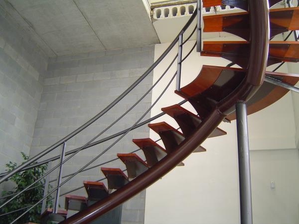 Escaleras helicoidales roig curvados for Formula escalera